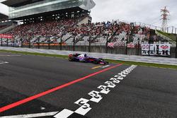 Carlos Sainz Jr., Scuderia Toro Rosso STR12 and start and finish stripe