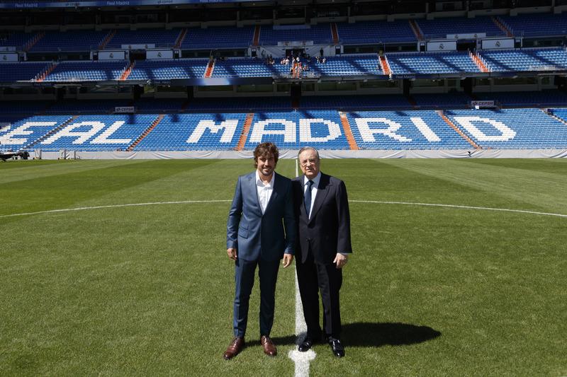"""Фернандо Алонсо та Флорентіно Перес, президент """"Реала"""" (Мадрид) на стадіоні Сантьяго Бернанбеу"""