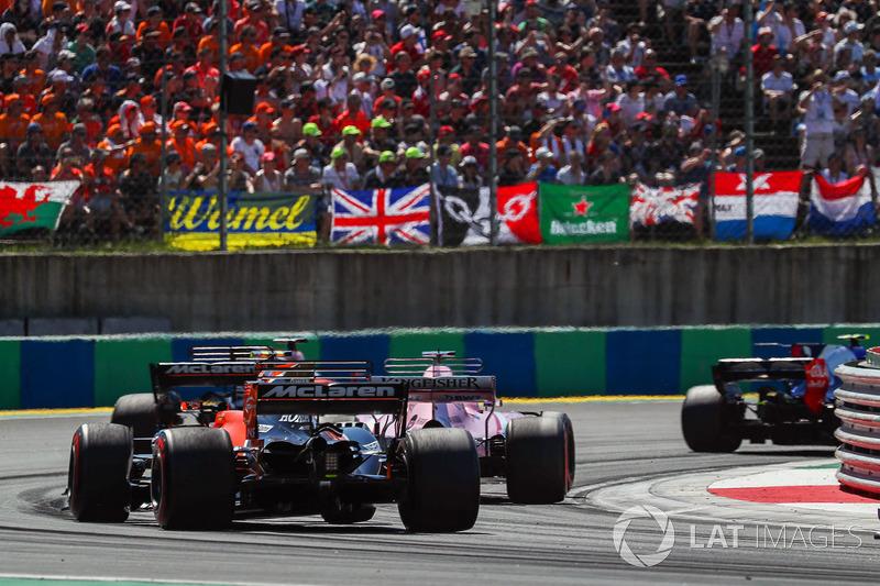 Серхіо Перес, Force India VJM10, Фернандо Алонсо, McLaren MCL32