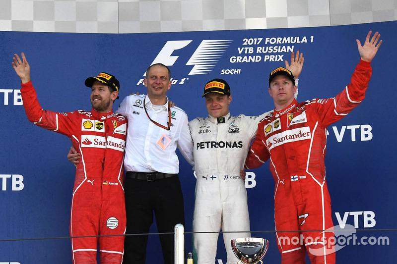 Sebastian Vettel, Ferrari, Tony Ross, Mercedes AMG F1 Race Engineer, Valtteri Bottas, Mercedes AMG F1, Kimi Raikkonen, Ferrari