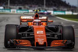Stoffel Vandoorne, McLaren MCL32 arrives