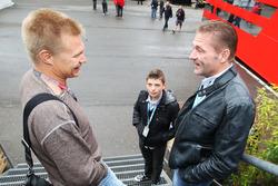 Mika Salo mit Jos Verstappen und dessen Sohn Max Verstappen