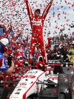 Sébastien Bourdais, Dale Coyne Racing Honda, celebrates his win