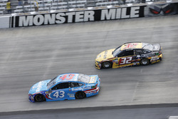 Regan Smith, Richard Petty Motorsports, Ford; Matt DiBenedetto, Go Fas Racing, Ford