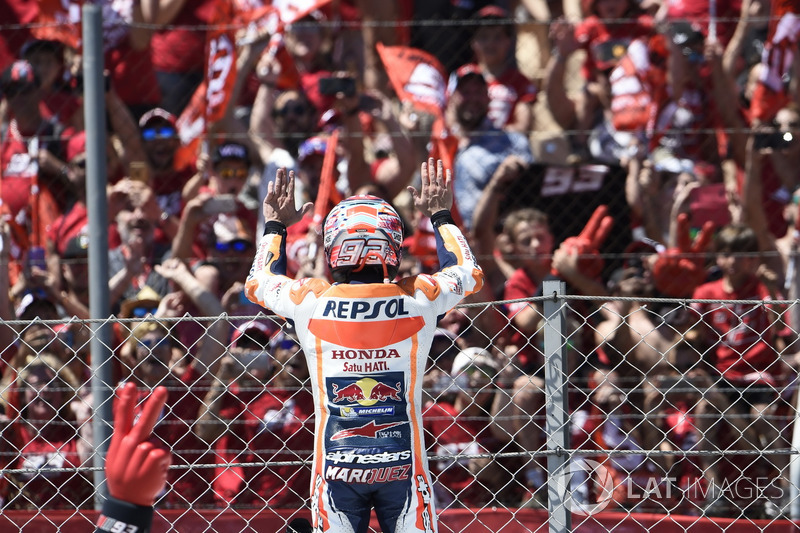 Communion entre les fans et Márquez