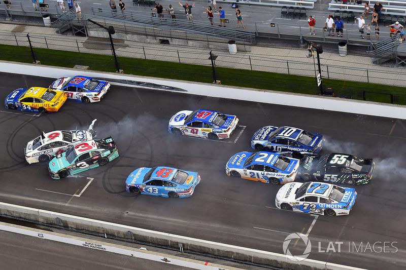 Austin Dillon, Richard Childress Racing Chevrolet, Trevor Bayne, Roush Fenway Racing Ford choque