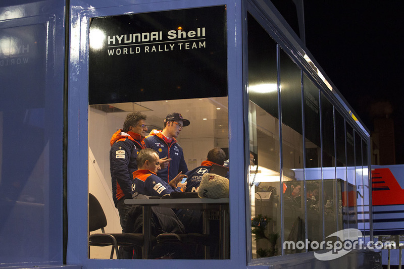 Thierry Neuville, Hyundai Motorsport, Michel Nandan, director de Hyundai Motorsport Team
