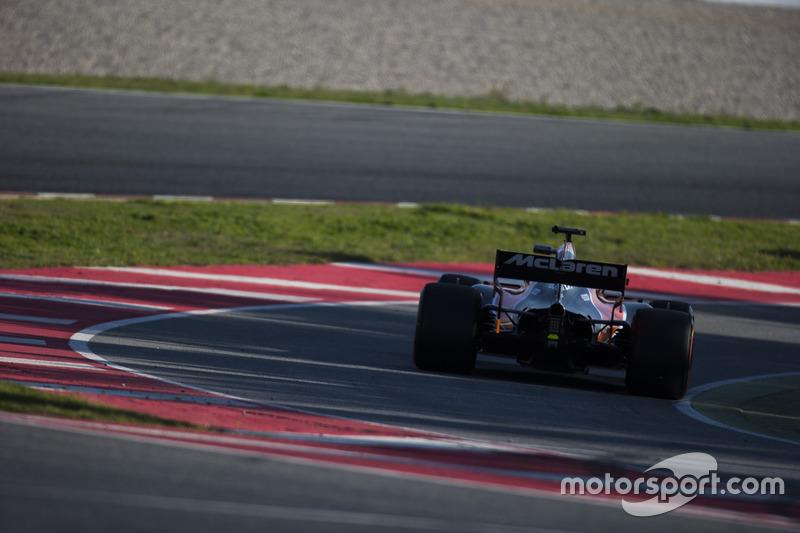 Fernando Alonso, McLaren MCL32, enters the pit lane