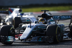 Lewis Hamilton, Mercedes F1 W08, leads Felipe Massa, Williams FW40