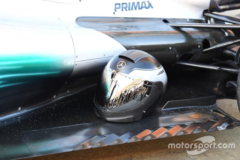 Mercedes AMG F1 mechanics helmet and Mercedes-Benz F1 W08  rear floor
