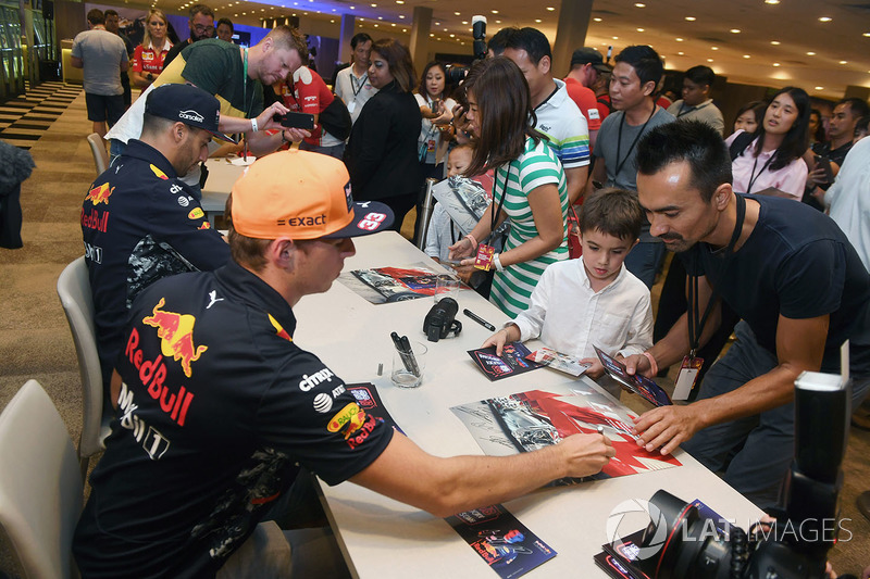 Max Verstappen, Red Bull Racing and Daniel Ricciardo, Red Bull Racing sign autographs for the fans at the autograph session