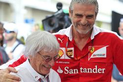 Берни Экклстоун и глава команды Ferrari Маурицио Арривабене