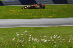 Fernando Alonso, McLaren MCL32 spins onto the grass