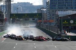 Valtteri Bottas, Mercedes AMG F1 W08 leads Sebastian Vettel, Ferrari SF70H and Kimi Raikkonen, Ferrari SF70H at the start of the race