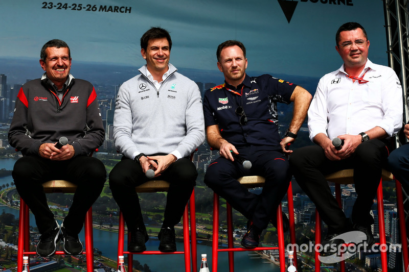 Guenther Steiner, Haas F1 Team Principal con Toto Wolff, Mercedes AMG F1; Christian Horner, Red Bull