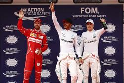 Qualifiche Top 3: Lewis Hamilton, Mercedes AMG, Sebastian Vettel, Ferrari, e Valtteri Bottas, Mercedes AMG