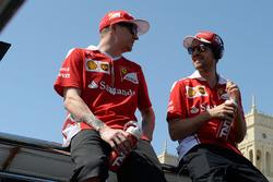 Kimi Raikkonen, Scuderia Ferrari en teamgenoot Sebastian Vettel, Scuderia Ferrari