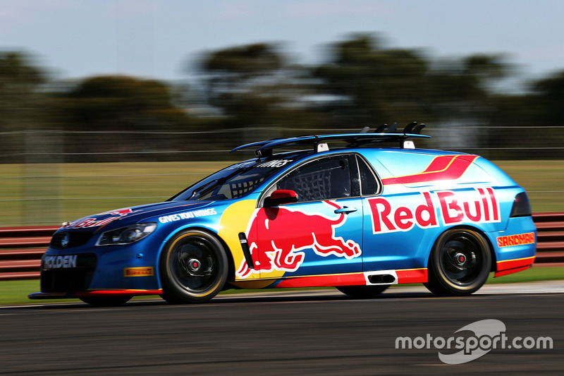 Daniel Ricciardo Red Bull Racing Drives A Supercar With Jamie