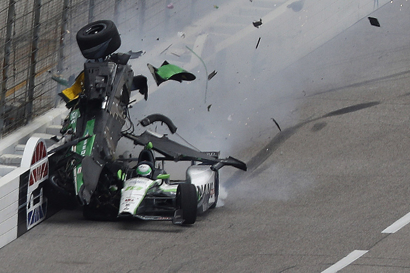 Конор Дейлі, Dale Coyne Racing Honda та Джозеф Ньюгарден, Ed Carpenter Racing Chevrolet in huge crash