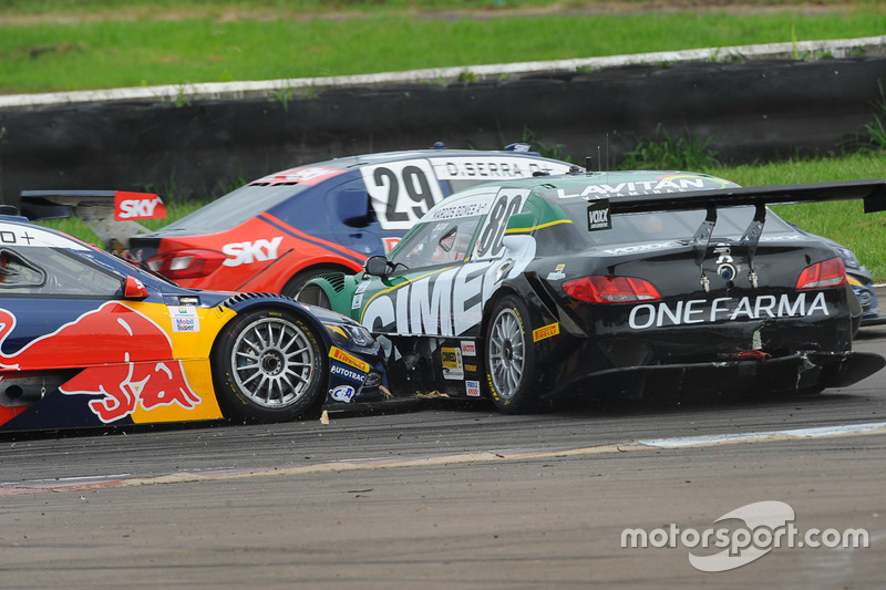 Unfall zwischen Marcos Gomes und Cacá Bueno im 2. Rennen