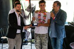 Cosimo Papi, Scuderia Costa Ovest, riceve il premio di Motrosport.com come Miglior Giovane Emergente