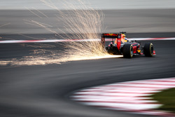 Vonken bij Daniel Ricciardo, Red Bull Racing RB12