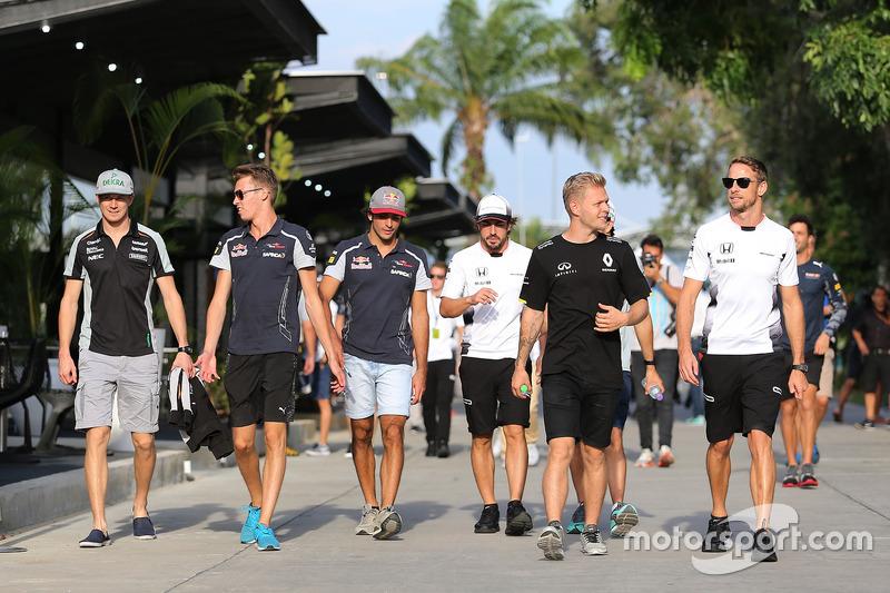 Nico Hulkenberg, Sahara Force India, Daniil Kvyat, Scuderia Toro Rosso, Kevin Magnussen, Renault Sport F1 Team, Jenson Button, McLaren Honda