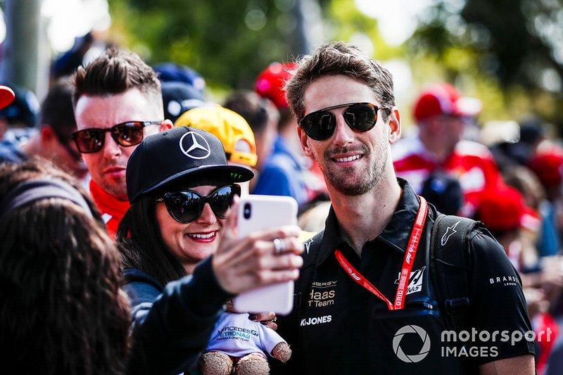 Romain Grosjean, Haas F1 Team poses for a selfie with a fan