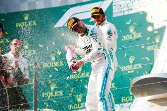 Valtteri Bottas, Mercedes AMG F1 y Lewis Hamilton, Mercedes AMG F1