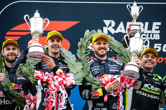 Podium: race winners Jamie Whincup, Paul Dumbrell, Triple Eight Race Engineering Holden
