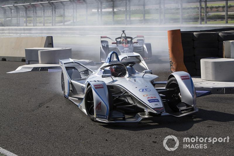 Edoardo Mortara Venturi Formula E leads Robin Frijns, Envision Virgin Racing, Audi e-tron FE05