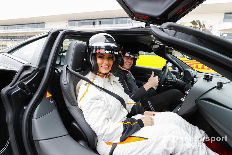 La superestrella de la WWE, Maryse Mizanin, se unió para una experiencia Pirelli Hot Lap