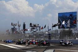 Start: Robert Wickens, Schmidt Peterson Motorsports Honda, Will Power, Team Penske Chevrolet