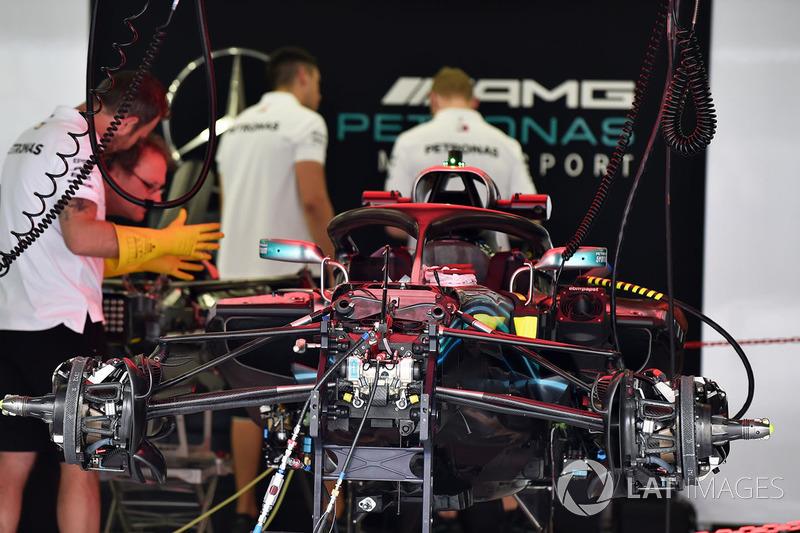 Mercedes-AMG F1 W09 EQ Power+ dans le garage