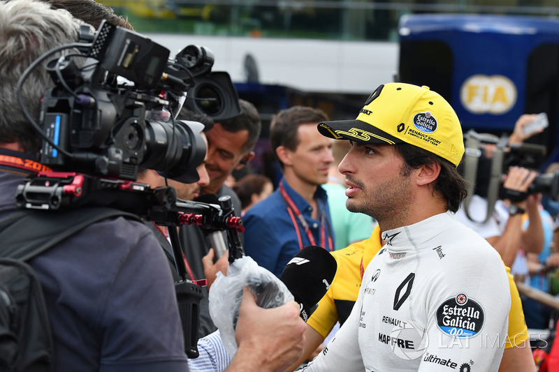Carlos Sainz Jr., Renault Sport F1 Team talks with the media