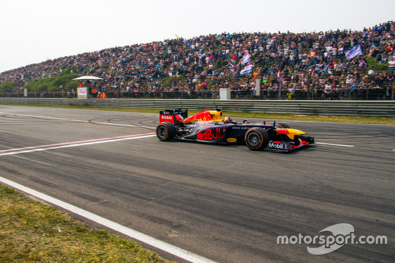 Max Verstappen ve Red Bull RB8