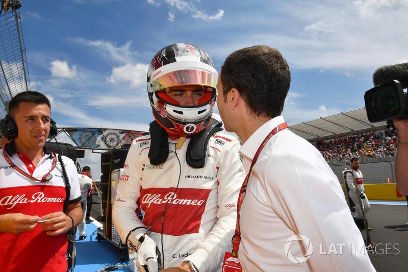 Charles Leclerc, Sauber, in griglia con Nicolas Todt, Driver Manager