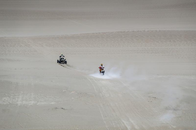 #55 HT Rally Raid Husqvarna Racing: Вальтер Носілья Хахер, #278 Yamaha: Джованні Енріко