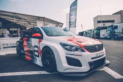 La Peugeot 308 TCR 2018 dans le paddock du Paul Ricard