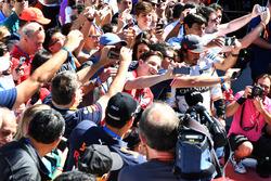 Fernando Alonso, McLaren and fans selfies