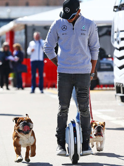 Lewis Hamilton, Mercedes AMG F1 on a hoverboard in the paddock with his dogs Roscoe and Coco