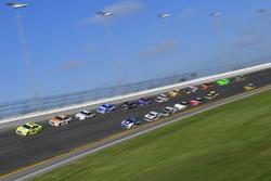 Ryan Blaney, Team Penske Ford Fusion, Paul Menard, Wood Brothers Racing Ford Fusion, Brad Keselowski, Team Penske Ford Fusion