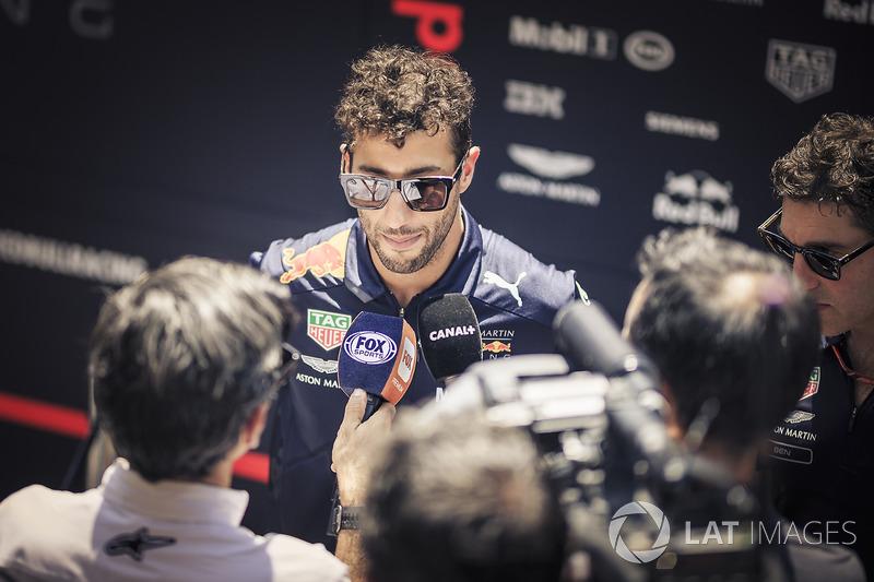 """Daniel Ricciardo: """"Estou decepcionado, acho. Tivemos um bom ritmo perto do fim do primeiro stint e estávamos alcançando Max, abrindo vantagem para Kimi naquele momento."""""""