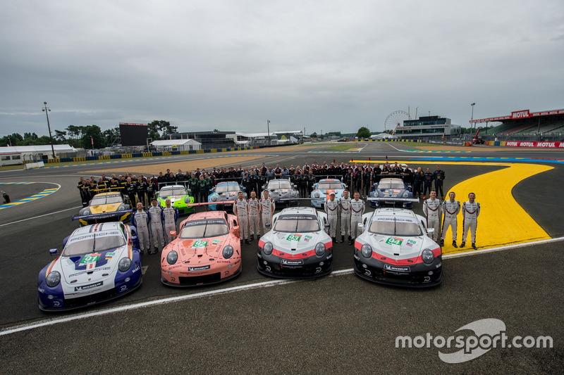 Porsche GT Team group images
