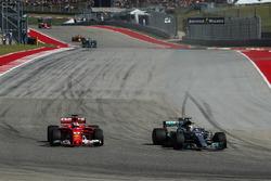 Lewis Hamilton, Mercedes-Benz F1 W08 overtakes Sebastian Vettel, Ferrari SF70H