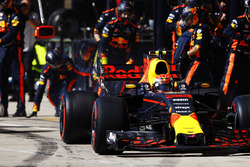 Max Verstappen, Red Bull Racing RB13, pitstop