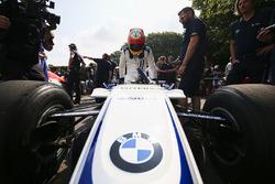 Karun Chandhok met de Williams FW26 BMW
