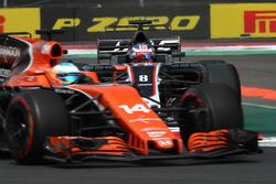 Fernando Alonso, McLaren MCL32 and Romain Grosjean, Haas F1 Team VF-17 battle