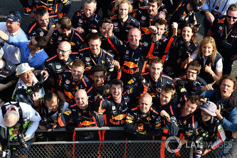 Red Bull Racing fête la victoire dans le Parc Fermé