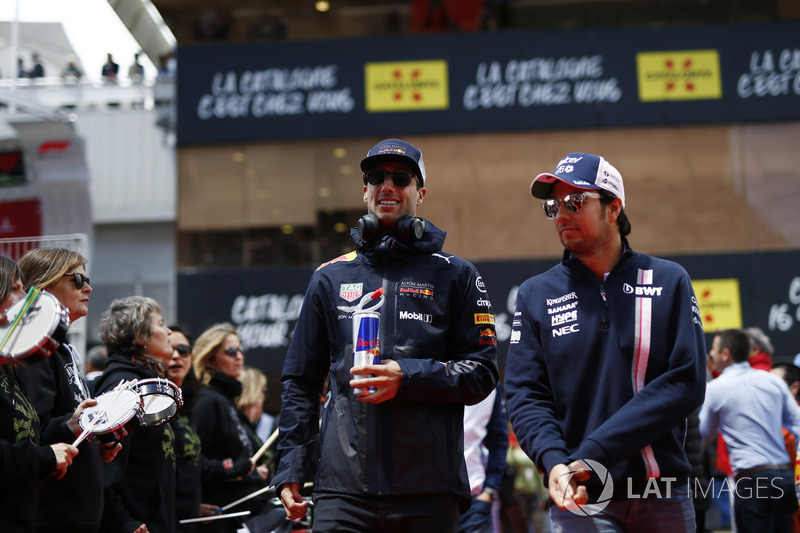 Daniel Ricciardo, Red Bull Racing y Sergio Pérez, Force India en el desfile
